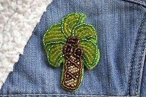 Palm tree brooch - handmade beaded tropical coconut tree kawaii trendy brooch pi