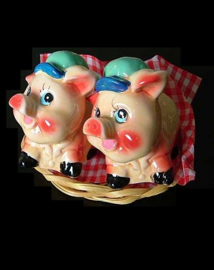 HAPPY PIG PIGGIES SALT AND PEPPER SHAKERS CRUET SET