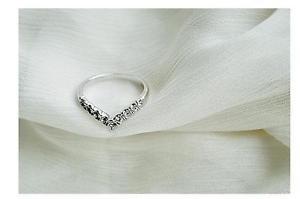 New Fashion V-shaped Unique Design Inlaid Imitation Diamond Finger Ring Size 6