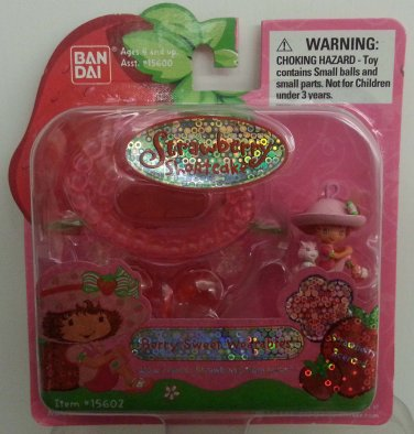 """2003 Bandai Strawberry Shortcake Berry Sweet Wearables Necklace """"Strawberry Scented"""" #15602"""