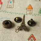 Eiffel Tower brass effect snap buttons set