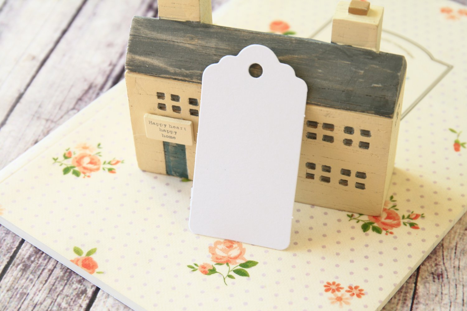 Smooth White medium scallop swing tags