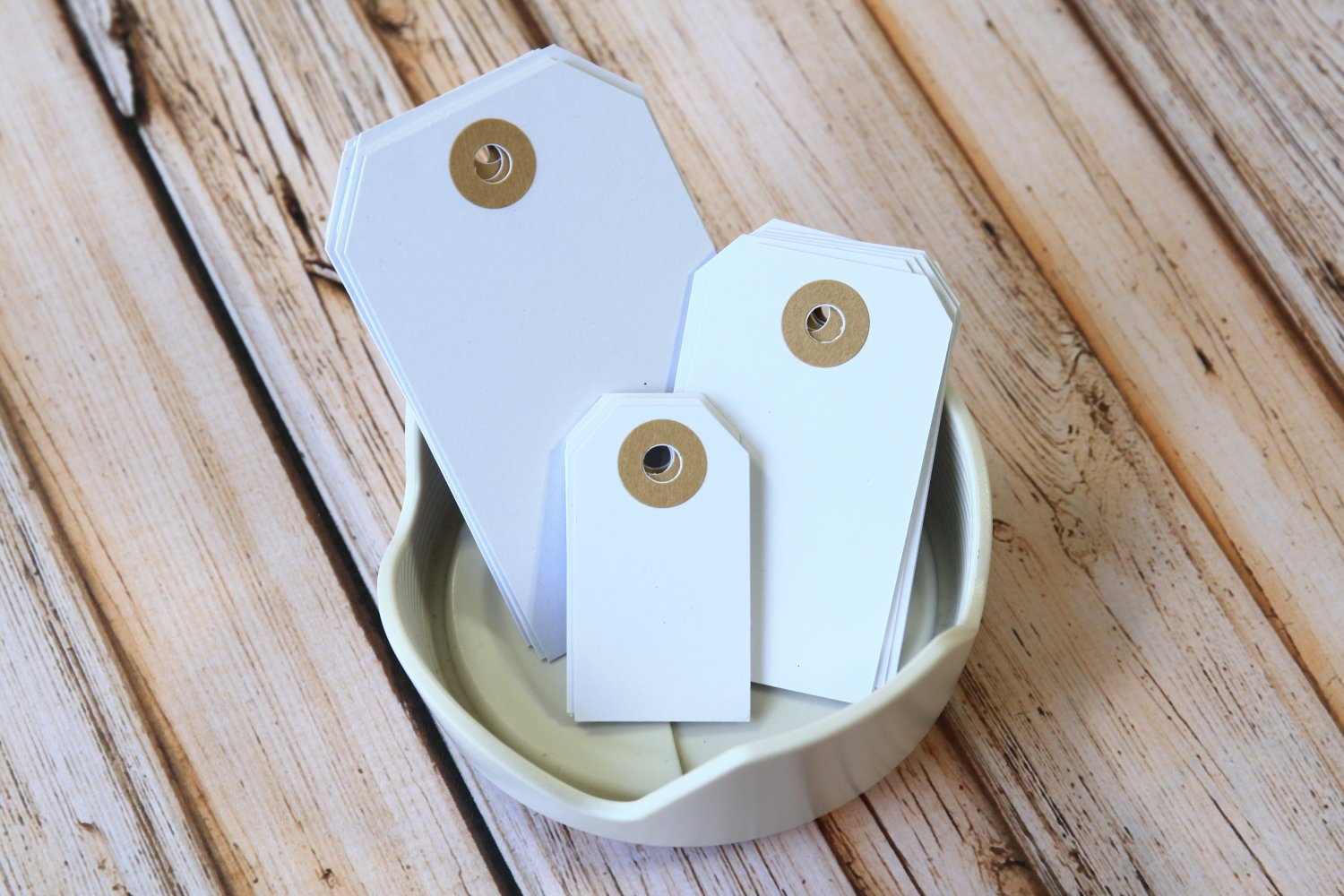 Medium Smooth White reinforced luggage gift tags