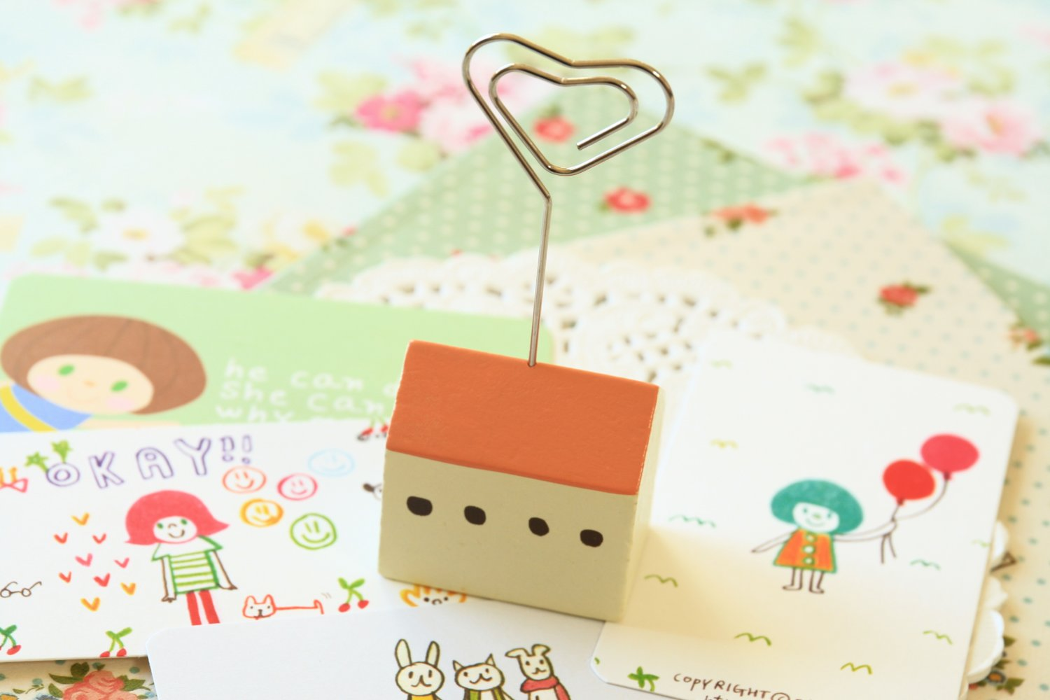 Pink House Memo Clip Card Holder