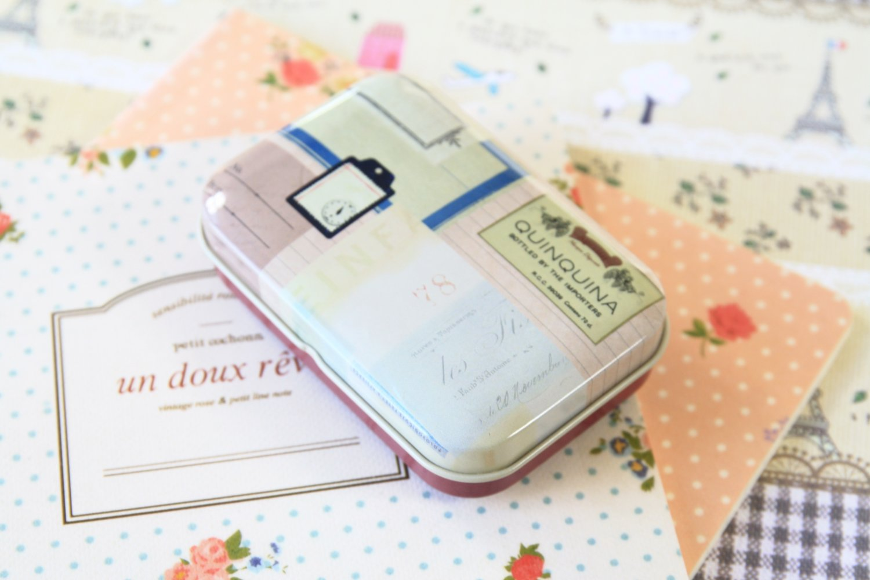 Quinquina World Travel cartoon mini tin box