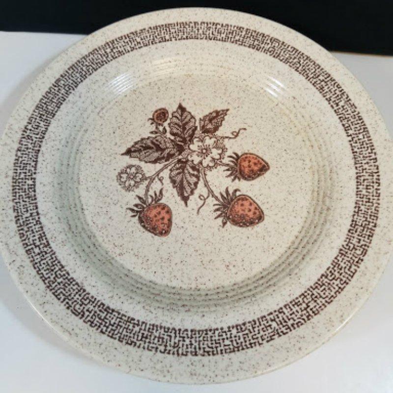 Homer Laughlin Strawberries Stoneware Dinnerware Set of 3