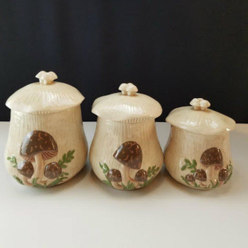 Arnels Ceramic Crackled 3 Pcs Mushroom Canister Set
