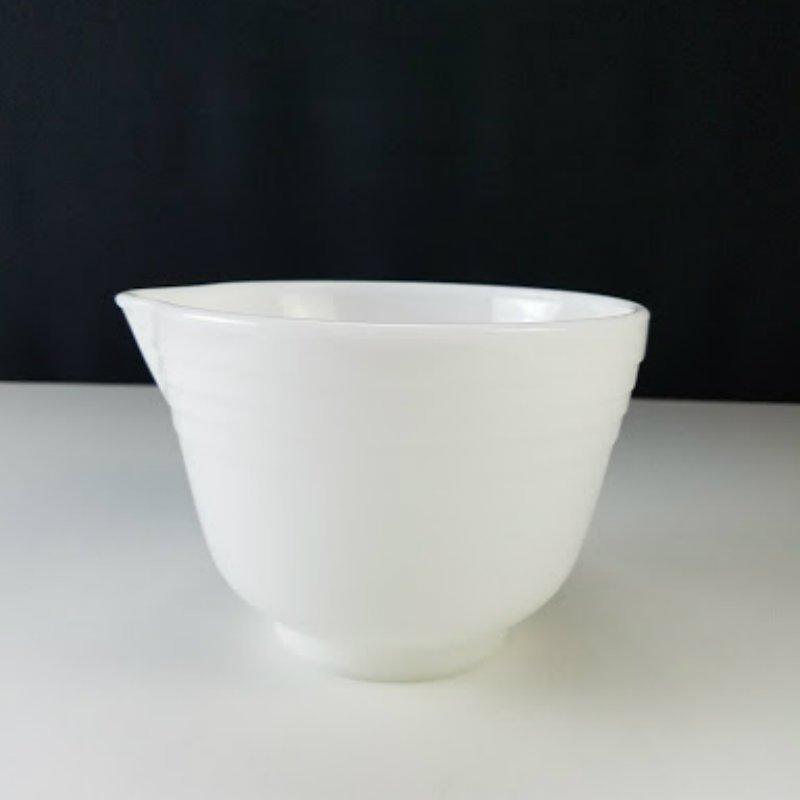Pyrex Hamilton Beach White Milk Glass Ribbed Mixing Bowl with Spout