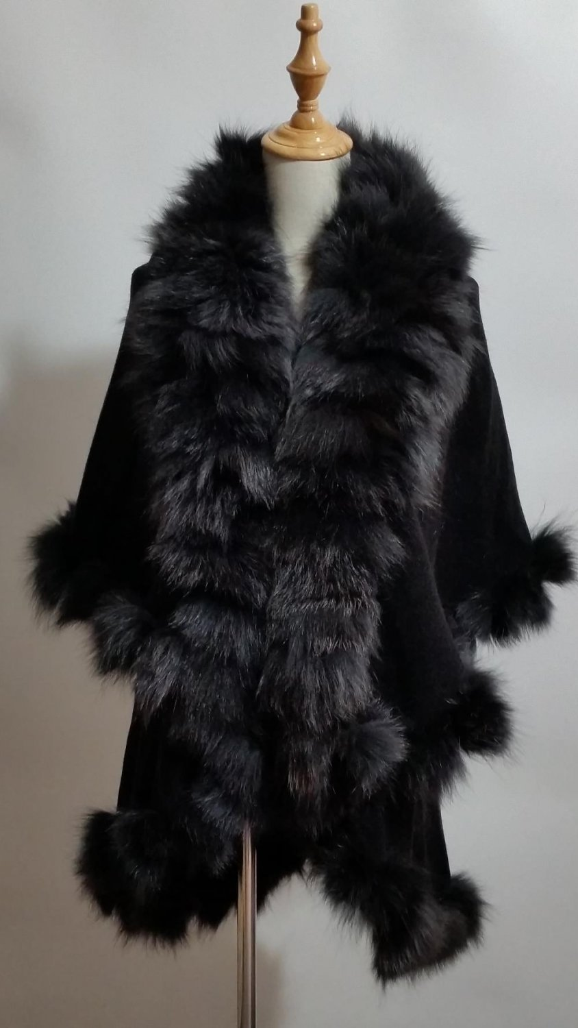 Black knitting shawl with large fox fur collar