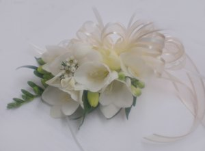 KFW 211White freesia corcage