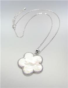 ELEGANT 18kt White Gold Plated Mother of Pearl Shell CLOVER FLOWER Necklace