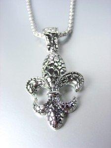 NEW Brighton Bay Silver Kali Texture FLEUR DE LIS Pendant Box Chain Necklace