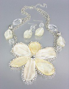 CHUNKY Clear Creme Silver Metallic Lucite Flower Bib Drape Chains Necklace Set