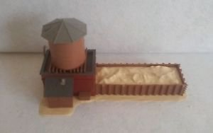 """VINTAGE LIONEL WATER TANK  BUILDING HO 9""""x 4""""x 5"""" MADE IN WESTERN GERMANY"""