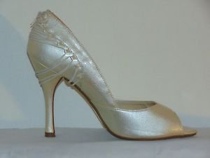 "Delicious High Heel Shoe Off White/Beige/Ivory Gold Insoles 4.5"" inch Size 10"