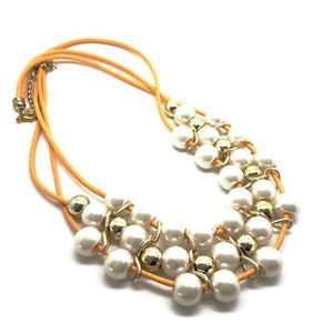 WOMEN'S NECKLACE WITH PEARLS AND GOLDEN COLOUR BEADS - ORANGE