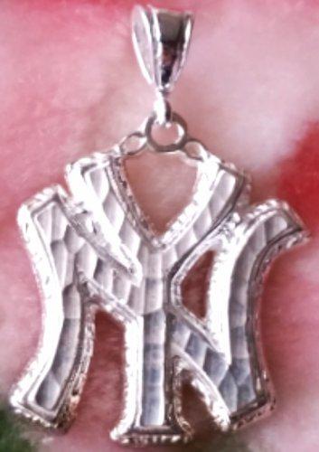 Extravagant New York City Solid .925 Anti Tarnish Sterling Silver Pendant
