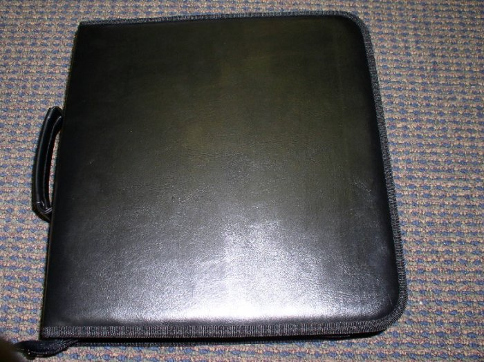 NEW CD CASE WALLET, LEATHERETTE, HOLDS 200 CDS - JS77