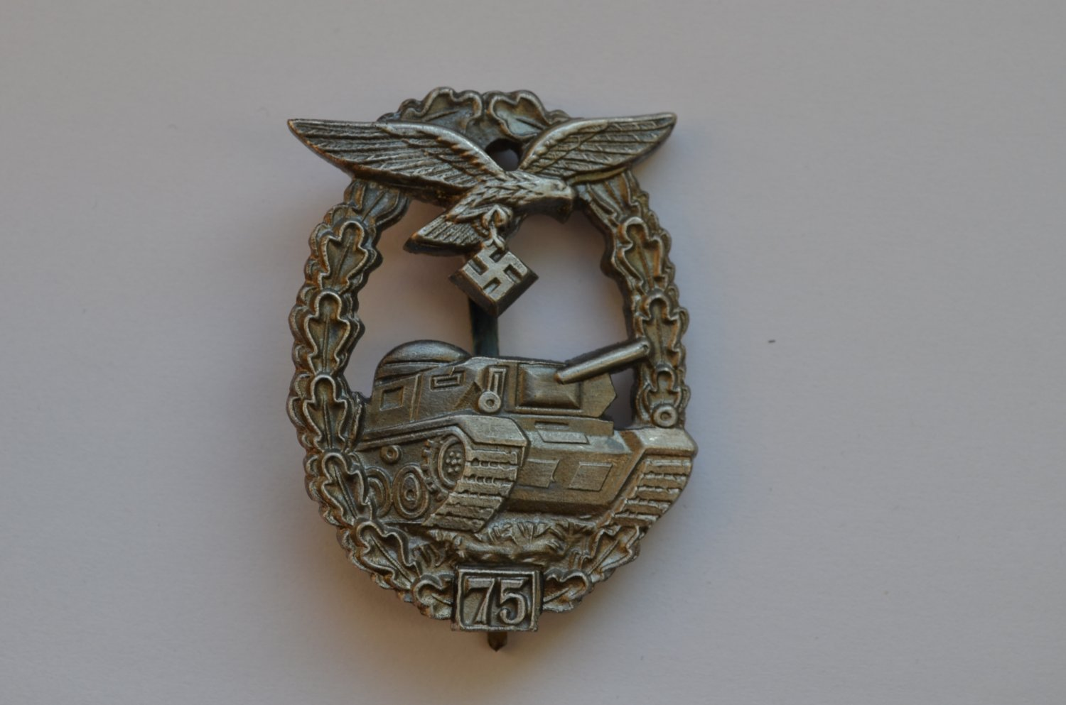 WWII THE GERMAN BADGE PANZER LUFTWAFFE 75