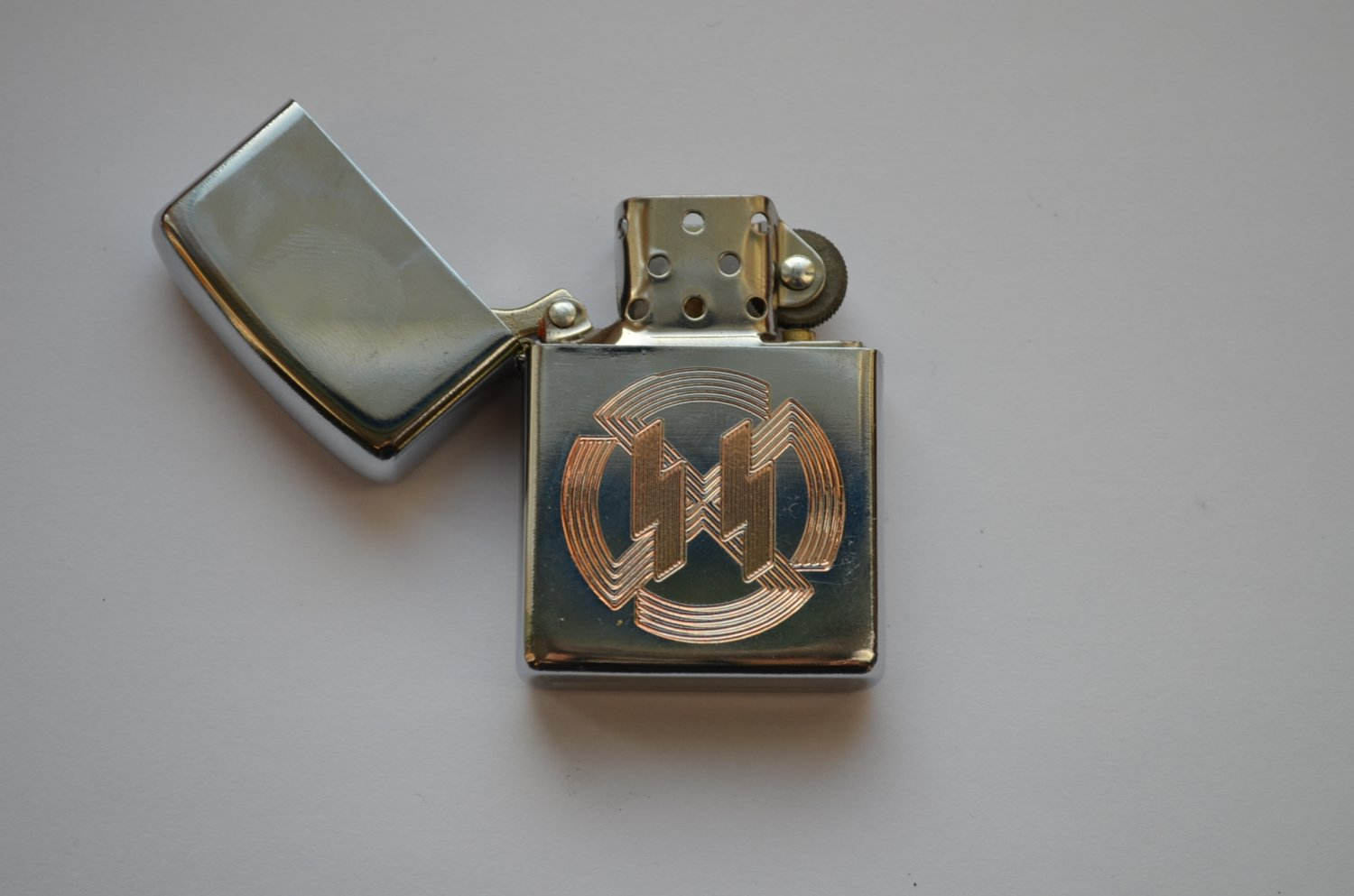WWII THE GERMAN LIGHTER WAFFEN SS