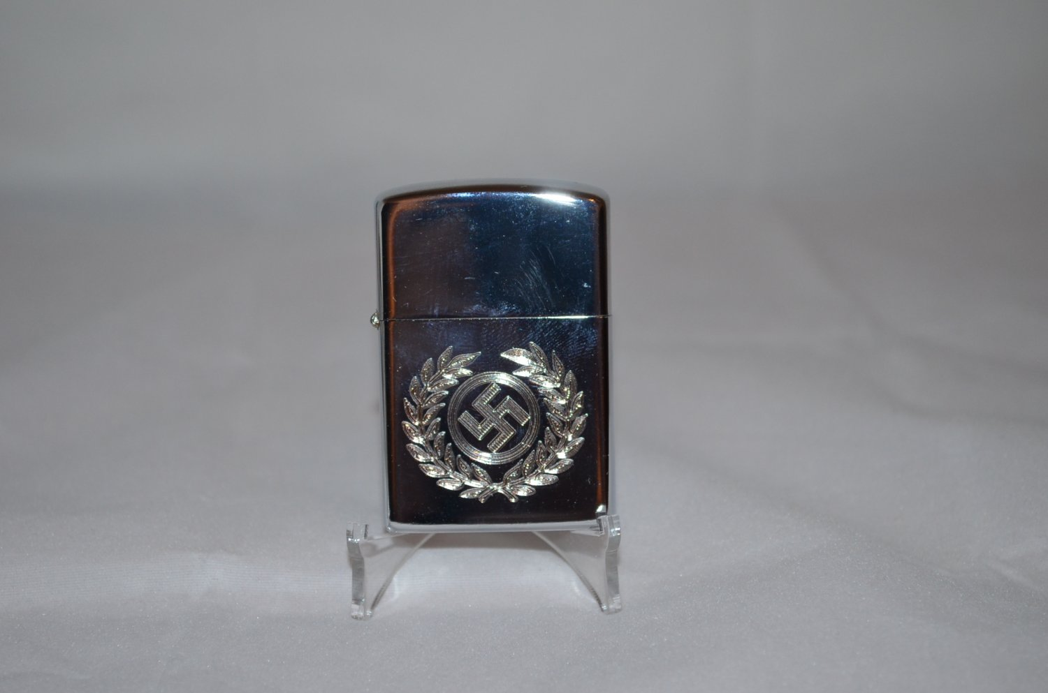 WWII THE GERMAN LIGHTER SWASTIKA