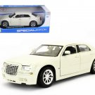 2005 Chrysler 300C Cream 1/18 Diecast Model Car by Maisto
