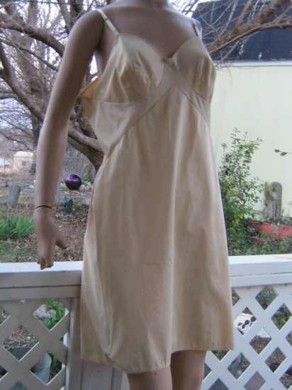 Creamy Vintage Vanity Fair most Unique full SLIP  38 Short insets