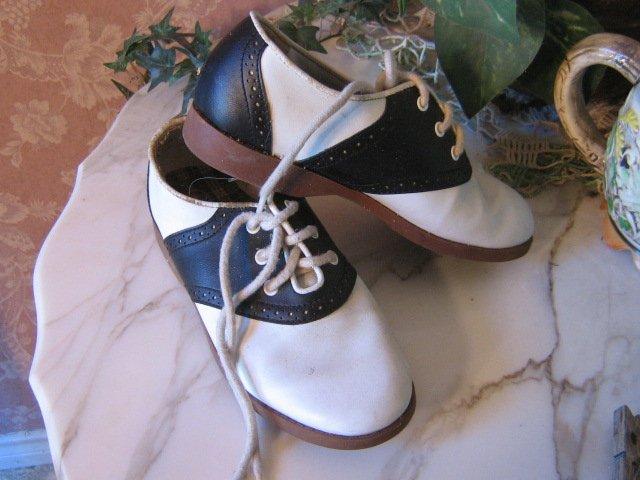 Vintage Saddle Shoes Black White Oxfords Childrens size 1 girls
