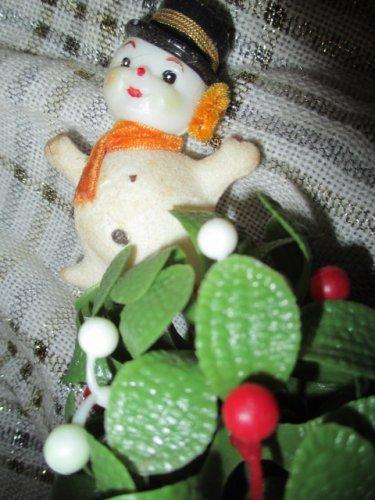 Vintage Flocked Snowman Mistletoe Ball Plastic 60s Christmas Decoration Kissing Mistletoe