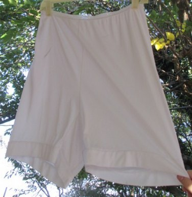 Sears Vintage Panties long leg Bloomers Silky White Nylon Size 8 Hips 41 Pillow Tab Large 70s