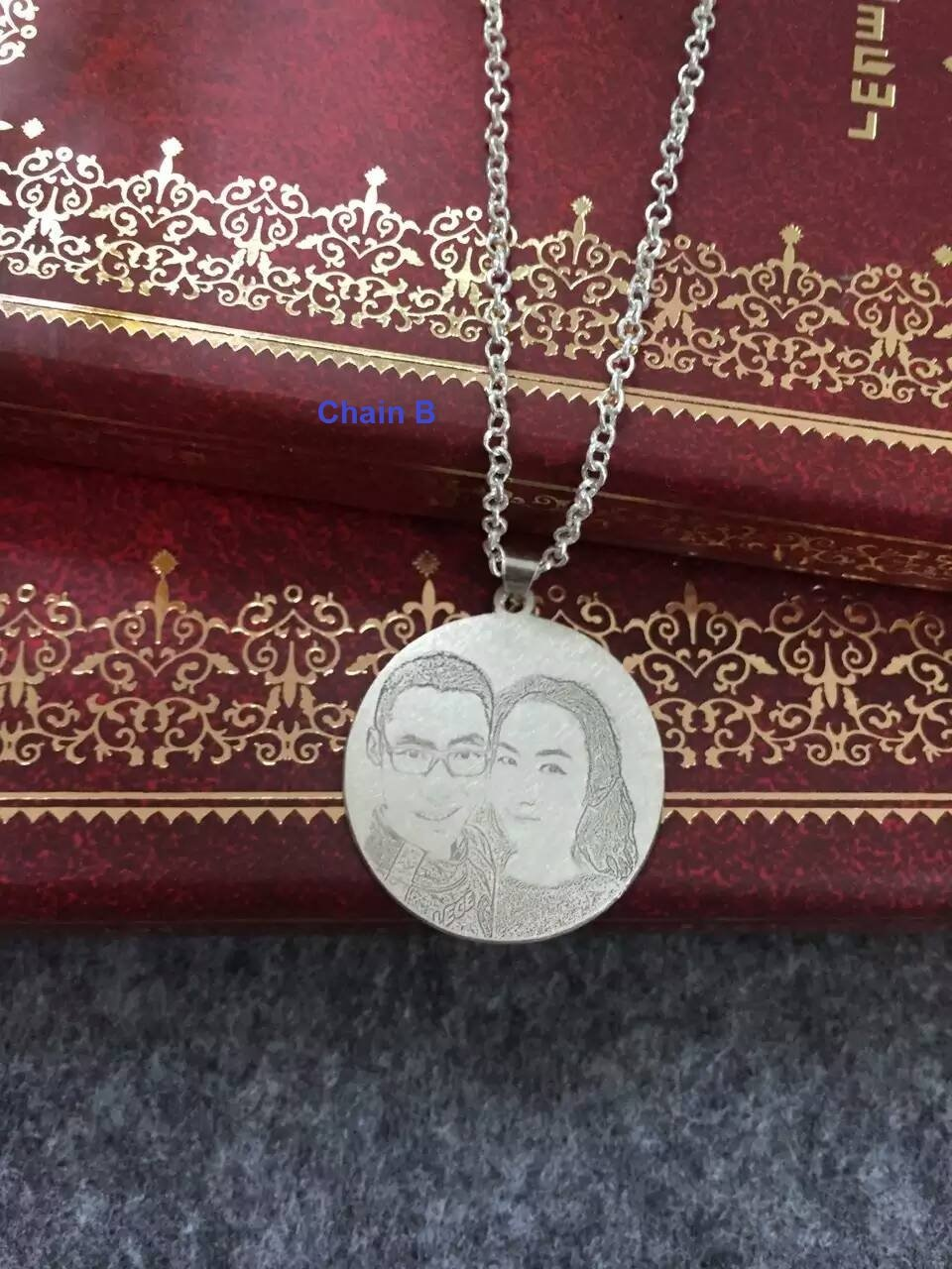 Engraved Portrait Pendant (Round / Rectangular)
