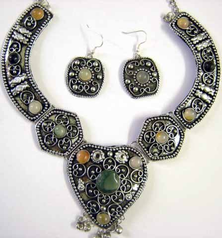 Tribal Earrings & Necklace Set -- CS0726