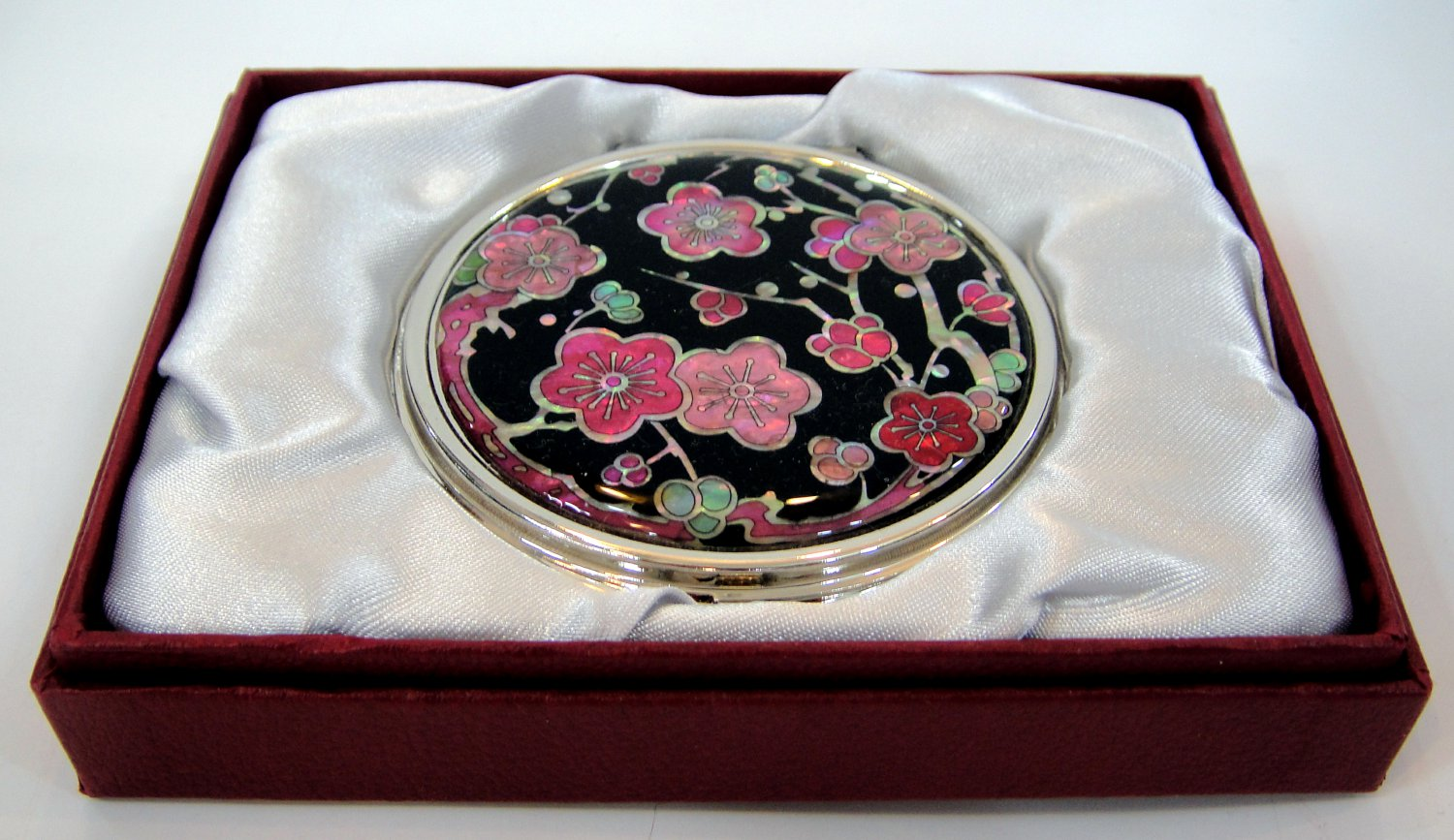 mother of pearl lacquered pretty cosmetic hand mirror b17