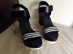 Zara woman  Track sole Wedges sandals BNWT 10 US black/white