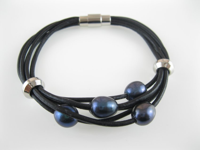 5 black pearls& 2 beads  leather bracelet with steel magnetic clasp,00558SM