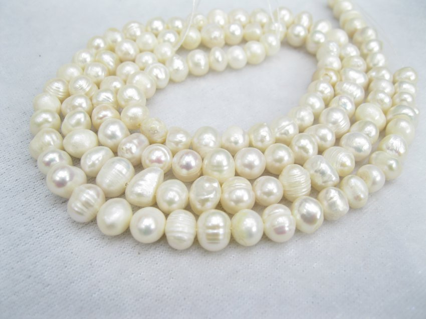 6-7mm  freshwater ringed pearl on temporary strand�01001XC