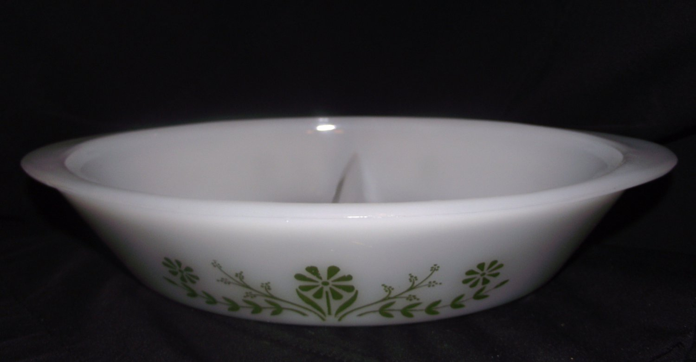Vintage Glasbake Jeannette Green Daisy Divided Casserole Baking Dish   Oval 1.5 Qt. J 2352