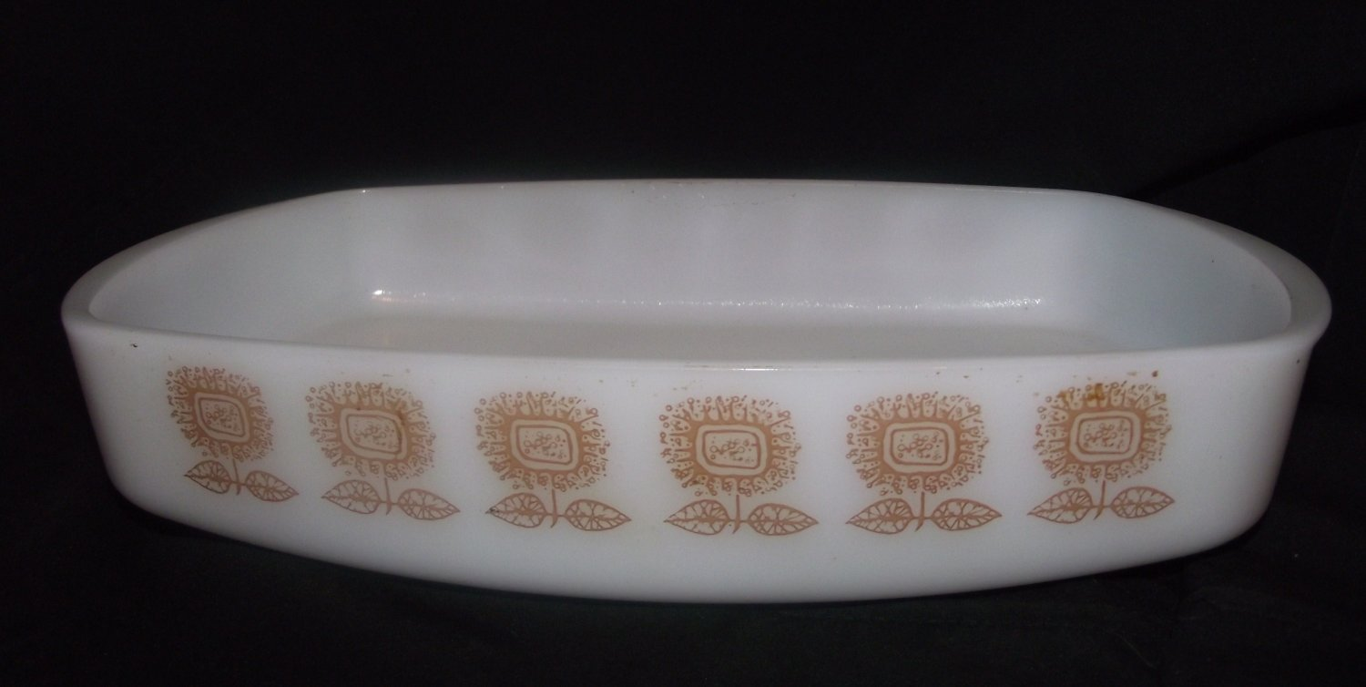 Federal Glass 1 1/2 Qt Heat Proof Baking Dish Brown Gold Sunflower Pattern Milk glass