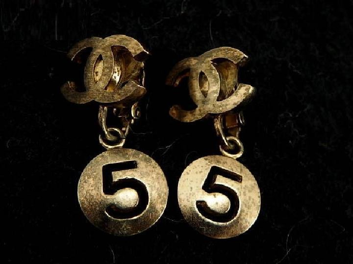 Chanel ( RARE ) 06P CC Dangle Earrings 214649