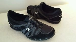Women's Skechers  Black Leather,Slip-on Casual Shoes Size 8.5