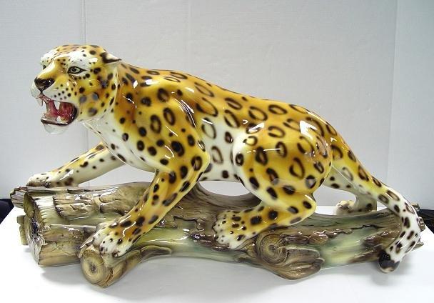 Capodimonte Leopard on Log