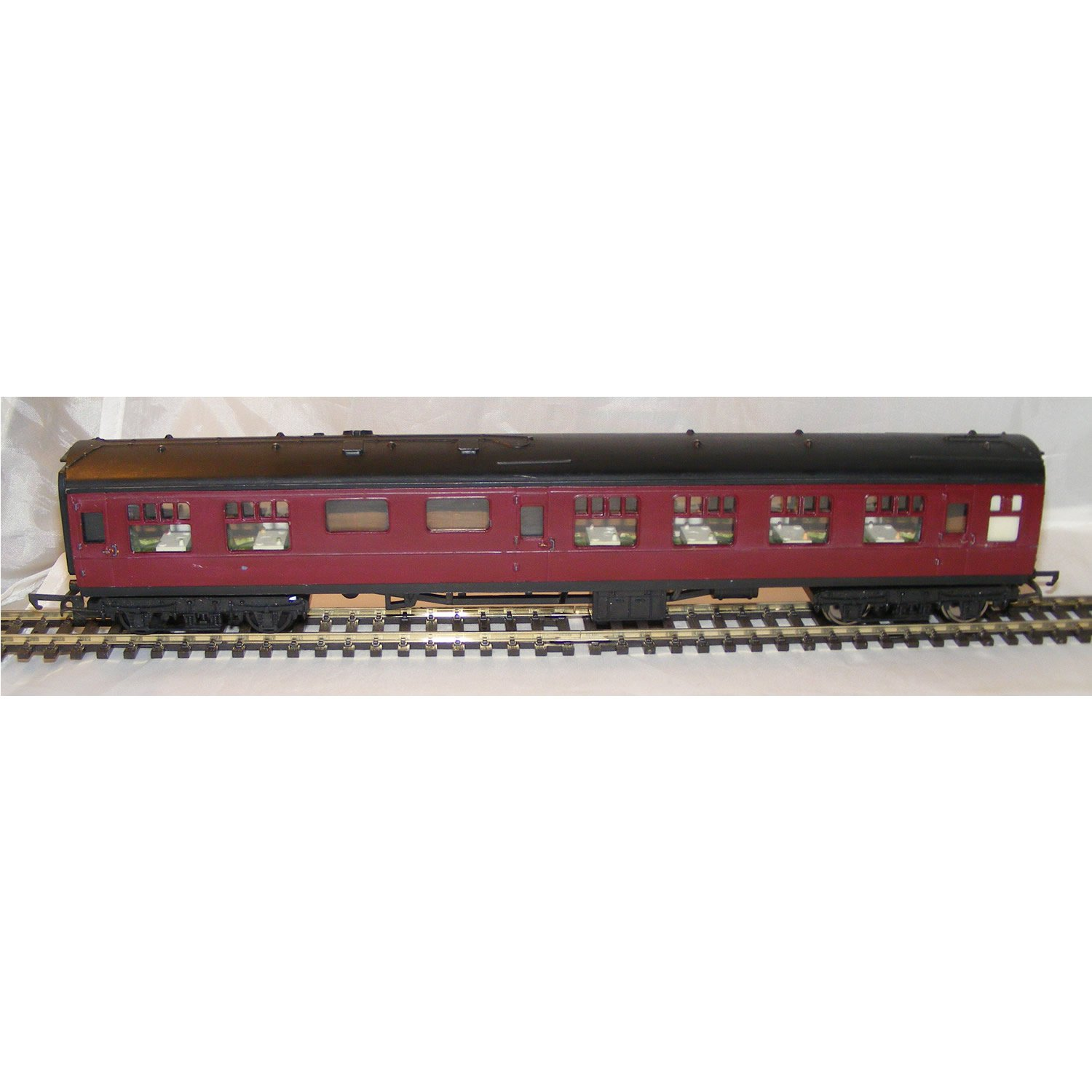 BR Mk1 Coach / Carriage in Maroon - Triang
