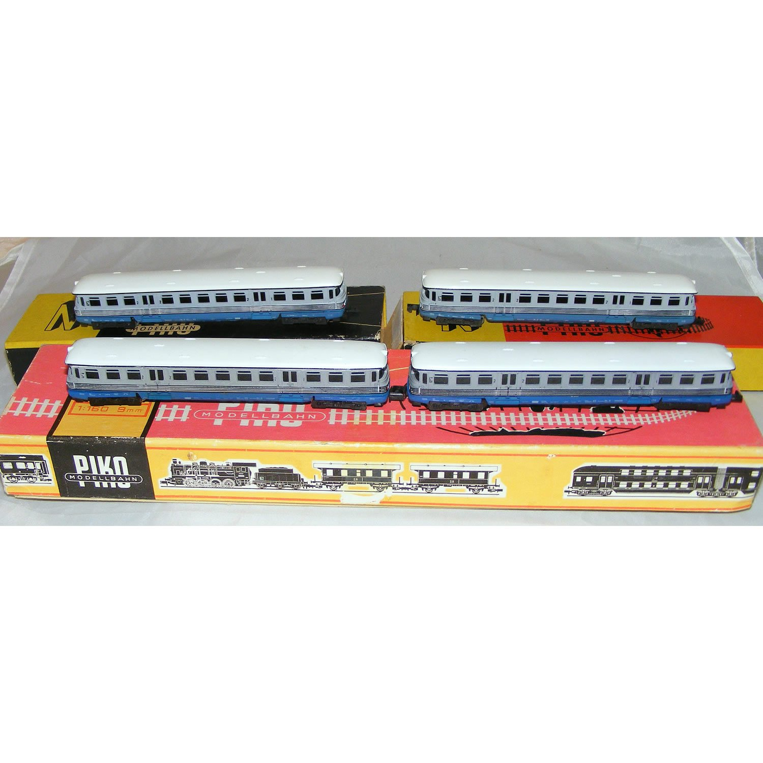 N Gauge 4 Carriage Commuter Train - 1 Powered and 3 Dummy Cars Boxed, by Piko