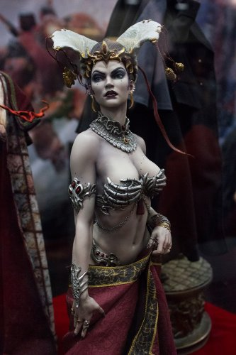 Sideshow  Queen of the Dead Statue Court of the Dead Collectible Figure New