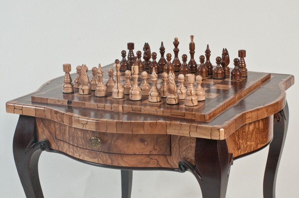 Chess. Gift. Personalised. Wood. Chess table. Wooden. Carving.