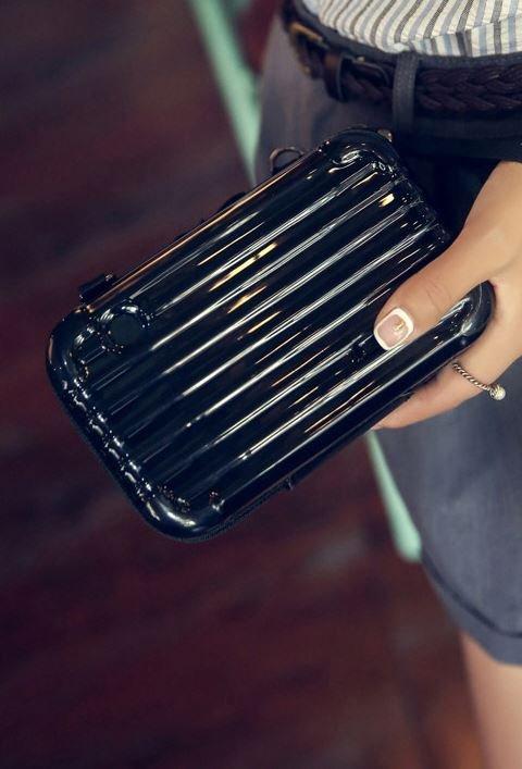 mini carrier pouch black color cosmetic organizer  cosmetic arrangement