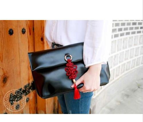 ASIANMOOD clutch and shoulder bag with traditional outfit