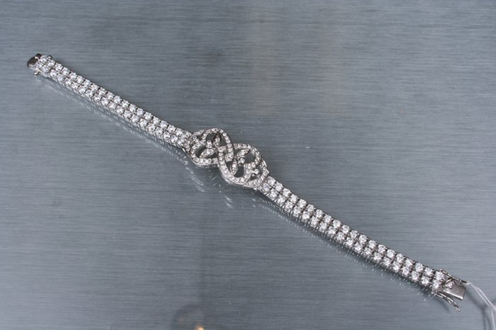 Bracelet (Hearts). Very Stylish
