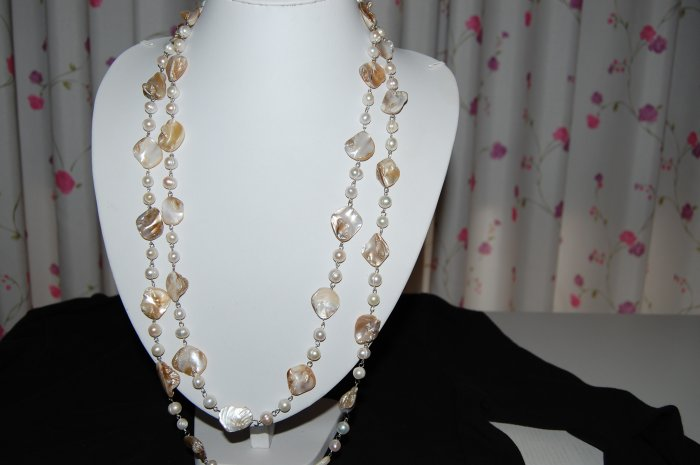 White Single Strand pearl with shell N1143