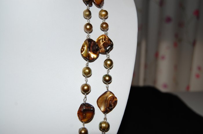 Brown Single Strand pearl with shell N1146